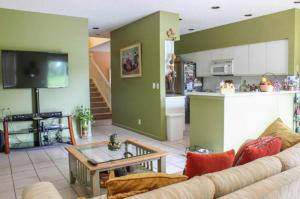 WONDERFUL HOME 4 BEDROOM W/ 2.5 BATHS - COME & SEE