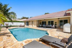 TOTALLY REMODELED IN THE FINEST MATERIALS/ NEW FLORESTA LUXURY HOME
